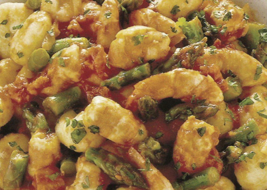 Gnocchetti-con-asparagi-e-gamberi