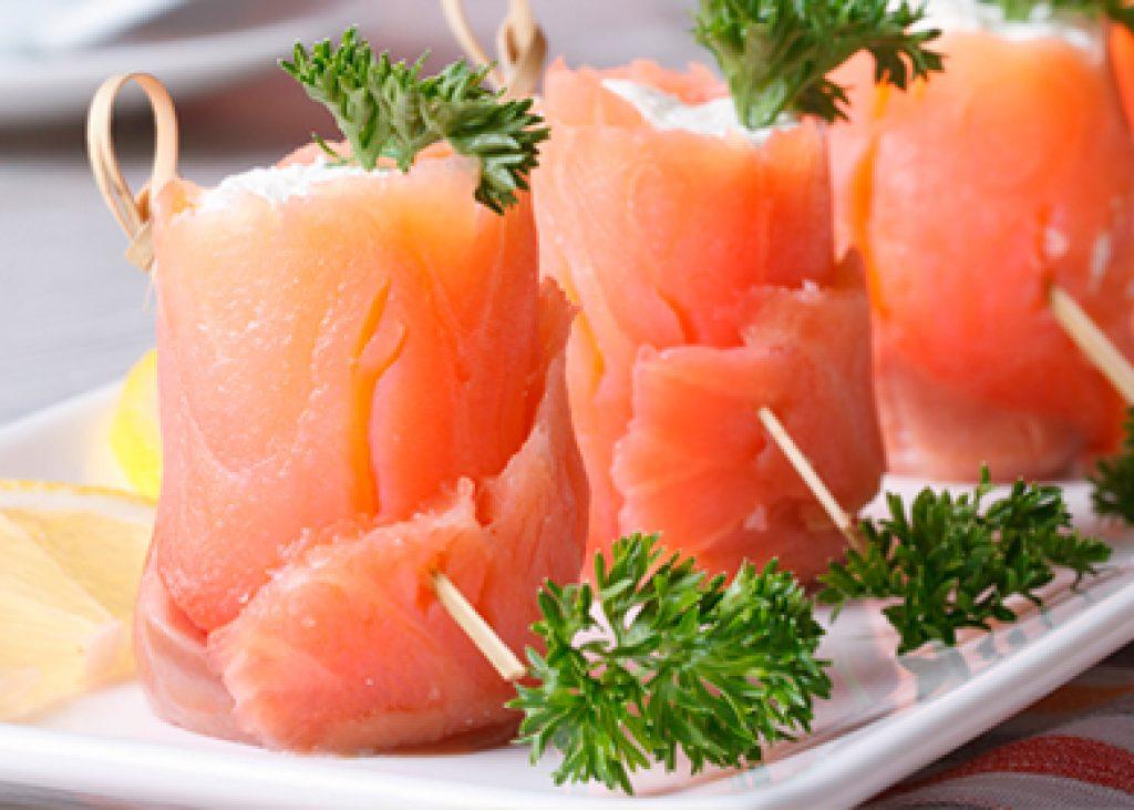 involtini_di_salmone_affumicato_con_formaggio,_rucola_e_noci_ricette_natale_saporediamare_507x278
