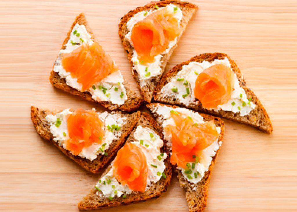 pane_ai_cereali_con_salmone_e_formaggio