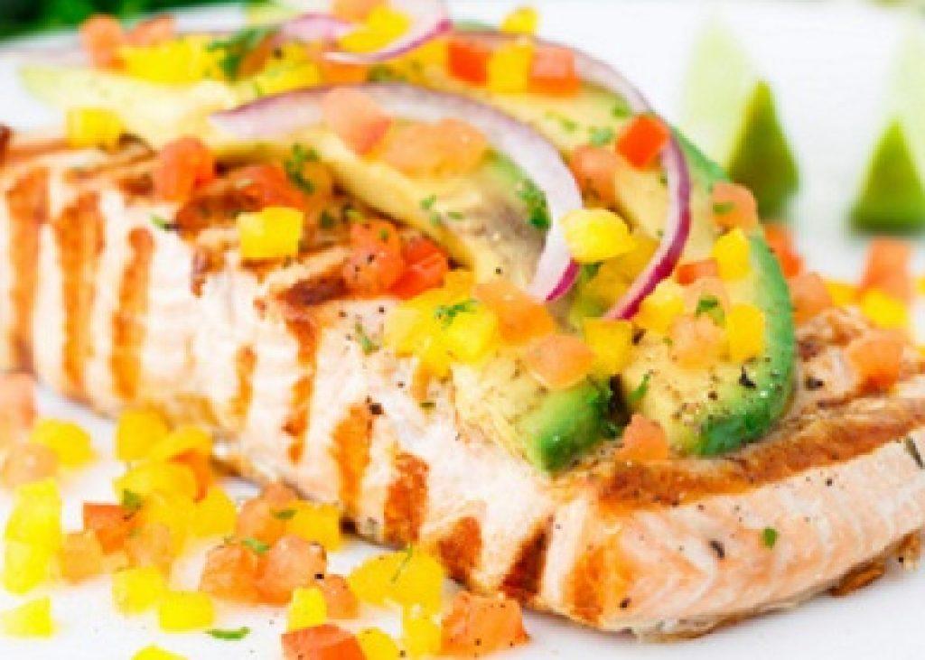 salmone_alla_griglia_con_dadolata_di_verdure