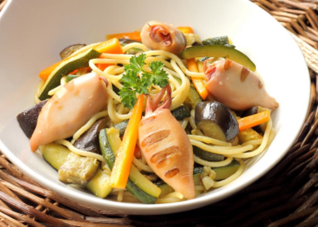spaghetti_con_verdure_calamari__saporedimare
